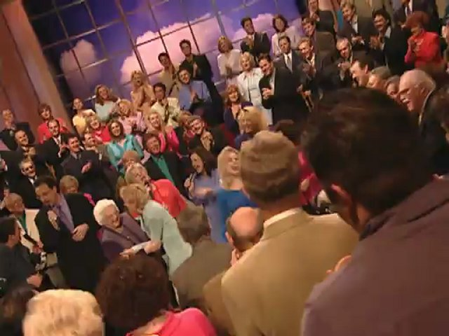 Bill & Gloria Gaither – David Did Dance (feat. Lauren Talley, Woody Wright, Stephen Hill, Tanya Goodman Sykes, Ladye Love Smith, Bonnie Keen, Allison Durham Speer and Lynda Randle) [Live]
