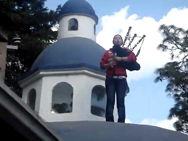 Lisa Santana (santanaorchdork) Latina teen ass shaking: Bagpipes_in_Mexico