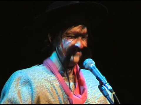 Gaúcho cantando o créu