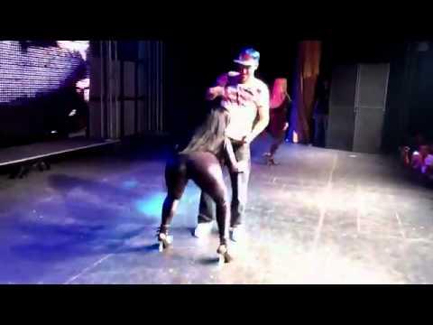 Derlane Silva ex- dançarina do Mc Créu MOVIMENTO DA SENTADA AO VIVO NA RIO SAMPA.