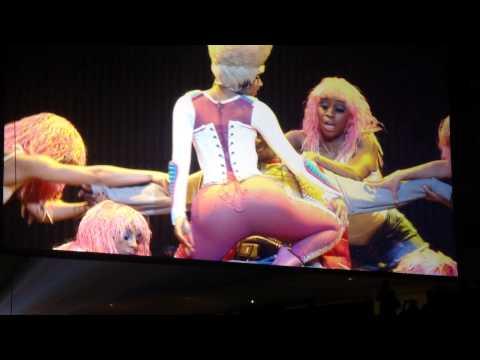 Nicki Minaj Lap Dance Interrupted by Fan – I Am Still Music Tour – Buffalo 2011