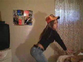 Dancing Hispanic Chica