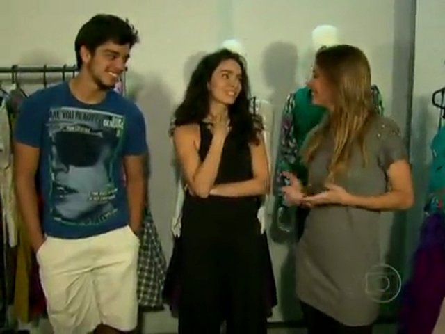 Claudia Ohana e Rodrigo Simas mostram o figurino do quadro Dança dos Famosos