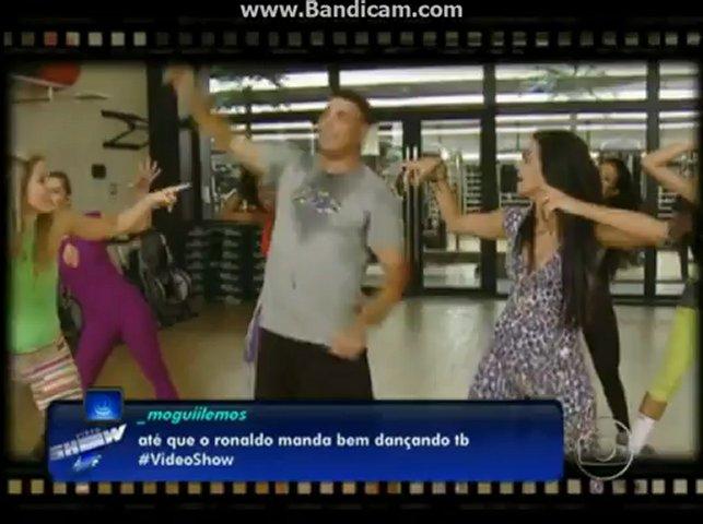 Brazilian soccer player RONALDO dancing to PSY- Gangnam Style xD