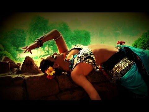 Cute & Sexy Girl Live Mujra In VIP Style | Pakistani Mujra 2013