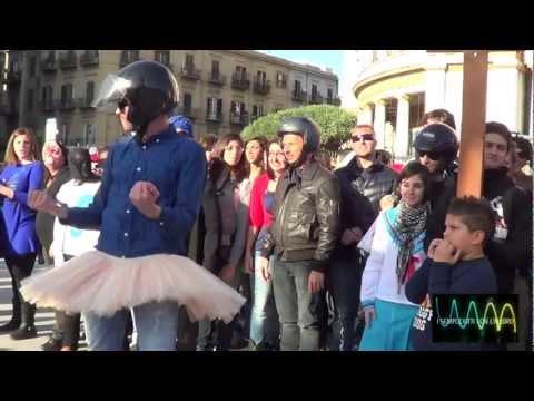 Sexy Harlem Shake Politeama (Flash  mob Palermo) I.S.C.L.A. Version