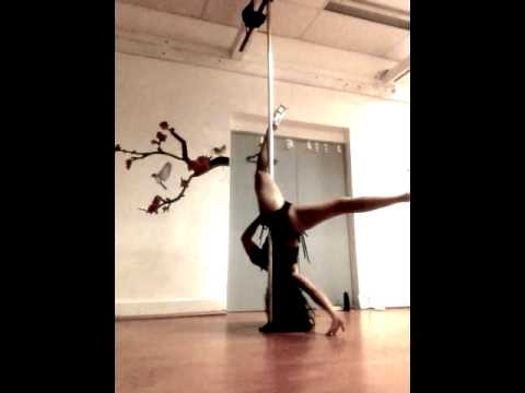Shimmy Pole Dance Freestyle to Stay at Pole Dance Academy