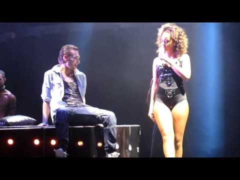 Rihanna – Skin (Lap Dance)