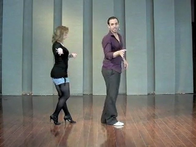 Basic Salsa Footwork for Leads – Learn How to Dance – SalsaLessons.tv