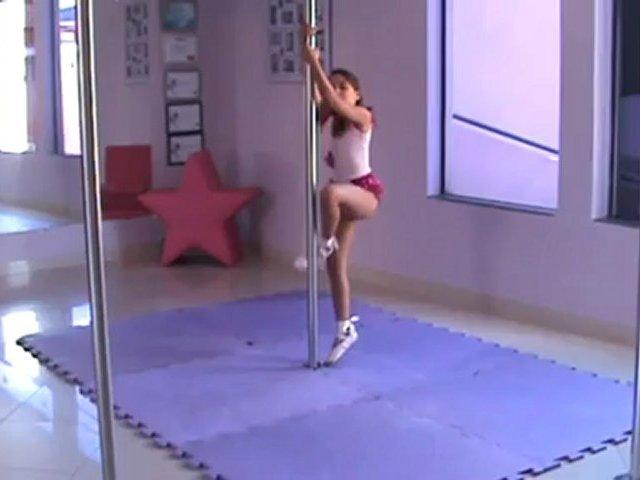 Alexia Pole Dance
