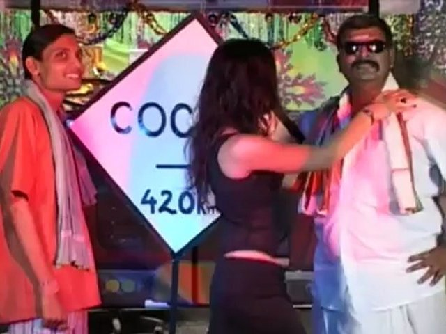 Desi Mallu GIRL's SEXY Indian DANCE MOVES