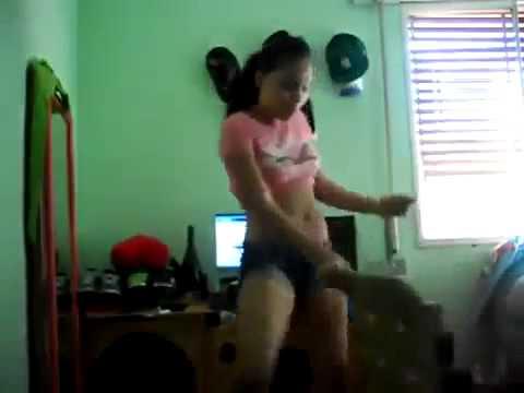 Sexy Latinas Dance