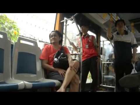 Harlem Shake Indonesia – sexy on public bus (illegal)
