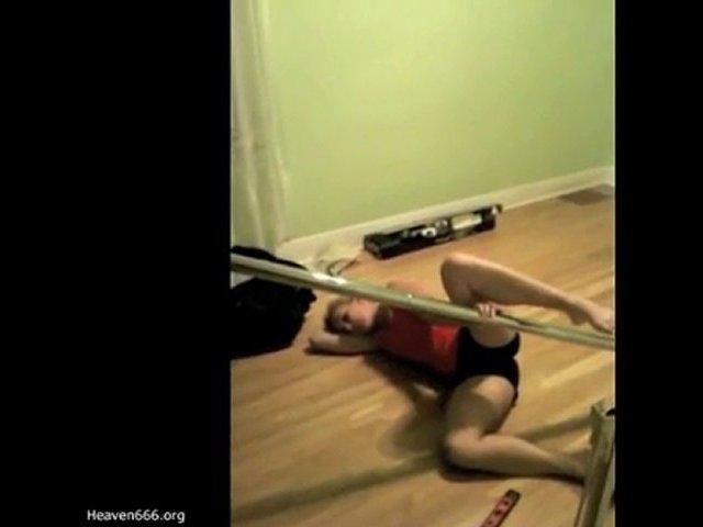 Pole dance Fail