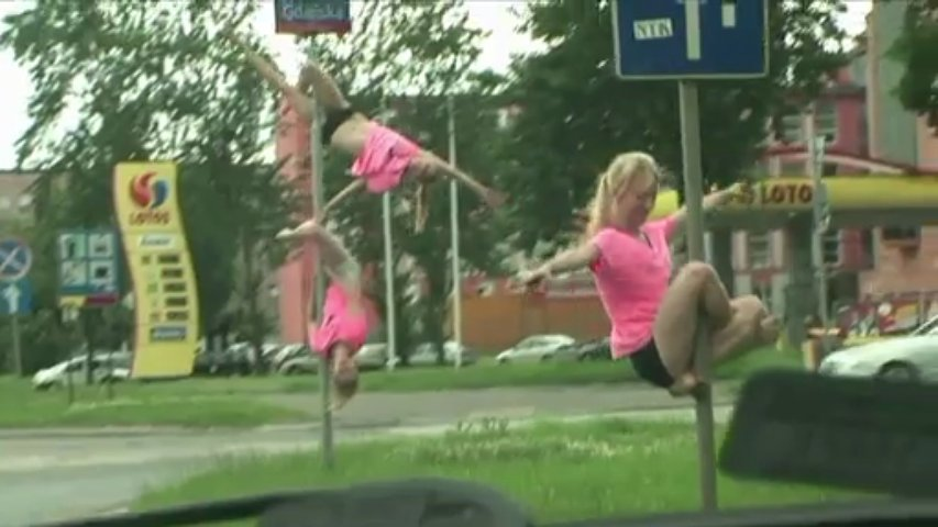 """Des Polonaises pratiquent """"le street pole dance"""""""