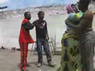 *Stars*- Pululu & 2Minutes dans Essobolo (Fight)