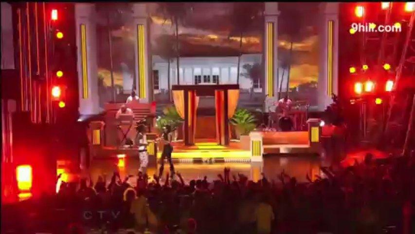Nicki Minaj Gives Lil Wayne a Lap Dance! (VIDEO)