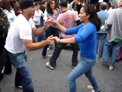 Sexy Salsa Smooth – The Salsa Dance