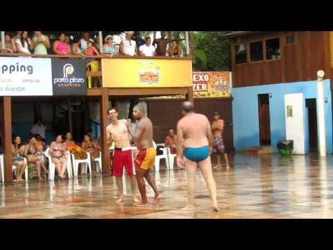 TOMBO DO GORDINHO NA DANÇA DO CRÉU,NO BAR TÔA TÔA EM PORTO SEGURO -BA