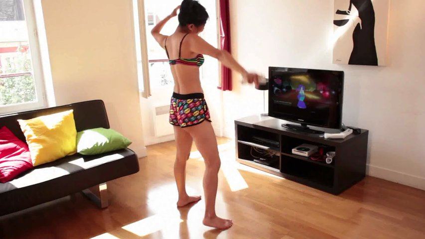 Sexy Girls Diary – Sayuri : Cute asian girl is playing Wii Just Dance
