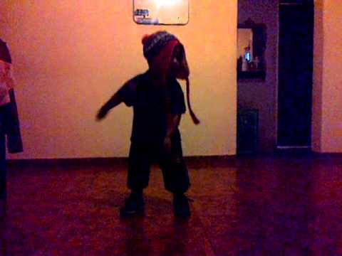 Mi ahijado bailando Danca do creu