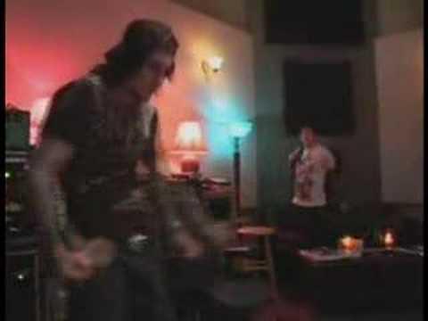 Synyster Gates & Banda dançando a dança do Creu