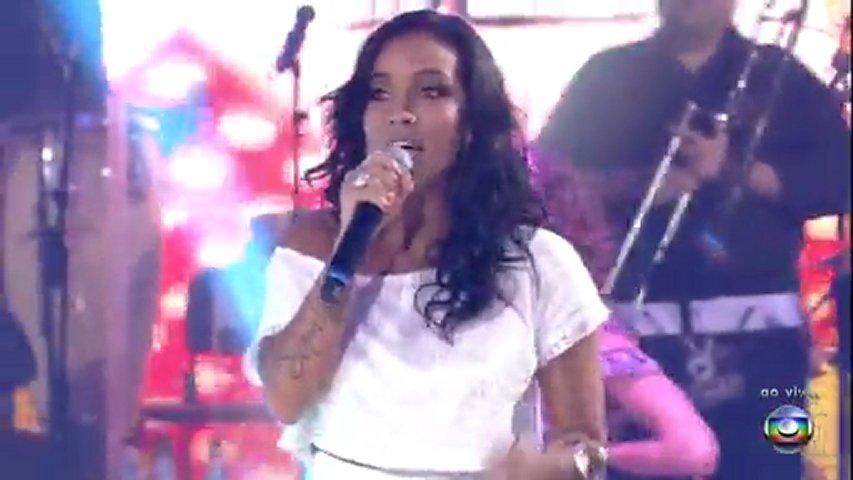 Ju Moraes canta 'A Menina Dança'  16 12 2012