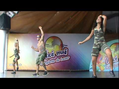 dança kuduro com Rafael do creu.MPG