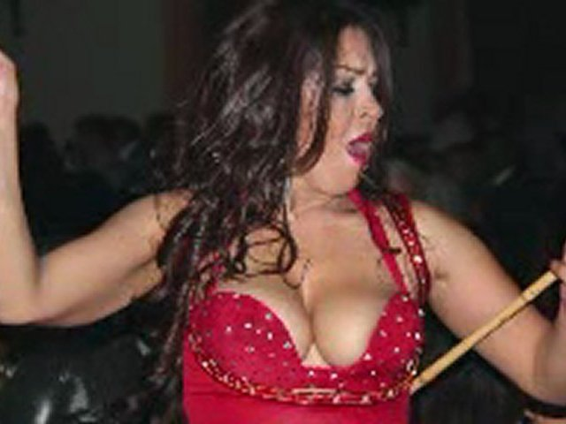 Arabic  Beini & Beinak song with belly dancers