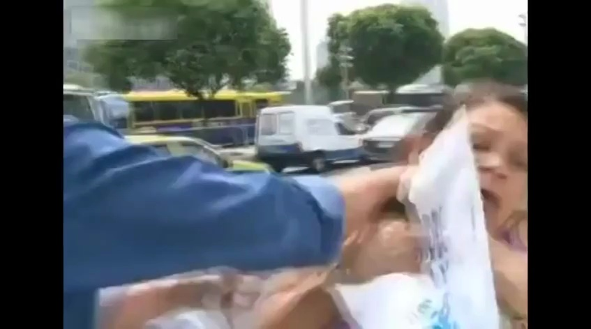 Woman Robbed During Interview in Brazil _ Mugger Robs Woman DURING Live Interview _ VIDEO