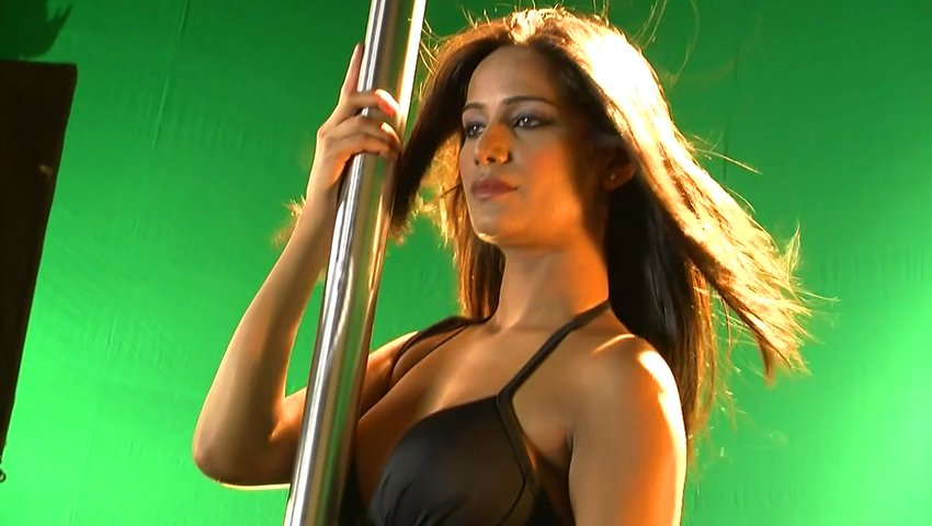 Sexy Poonam Pandey Pole Dance In Bikini