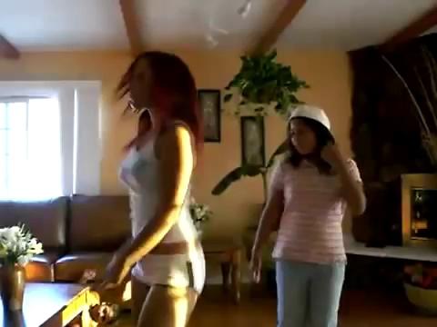 Ridiculously Hot LATINA girl dancing