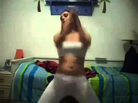Valentina Abreu dancando academia do creu