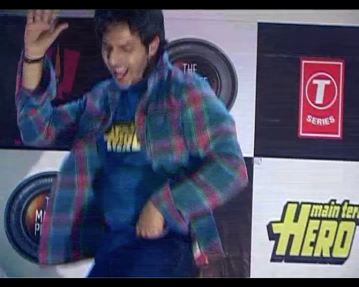Varun gives Nargis a lap dance