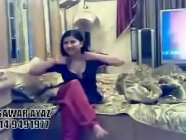 HOT DESI GIRLS Private Hot sexy Mujra Dance in home-