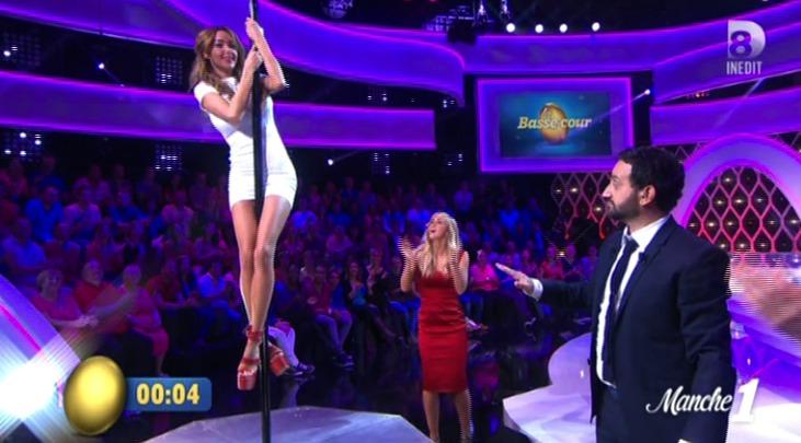 Nabilla fait du pole dance – ZAPPING TÉLÉ-RÉALITÉ DU 14/04/2015