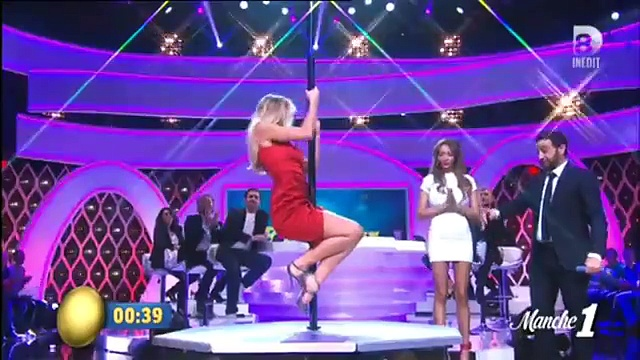 SEXY, Nabilla et Enora Malagré font une battle de pole dance