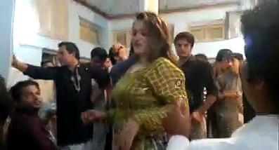 Pakistani Girl Hot Mujra In Wedding