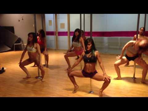 Naughty Girl – Beyoncé Pole Dance