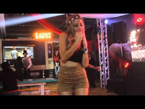 sexy latina dance hermosa edecán bailando sexy