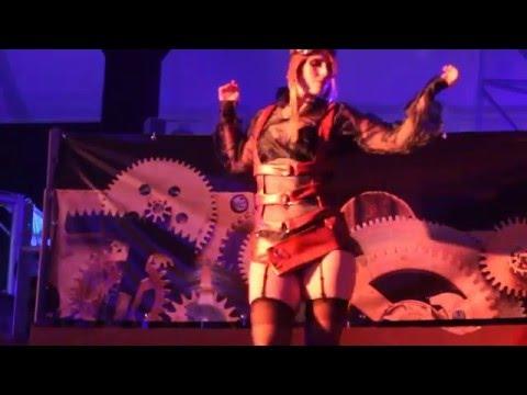 edecan bailando sexy, sexy latina dance,