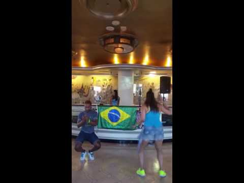 Movimento da Sentada Mc Creu Brasil Baile Funk Monobloco 2016 Brazilian Summer Festival