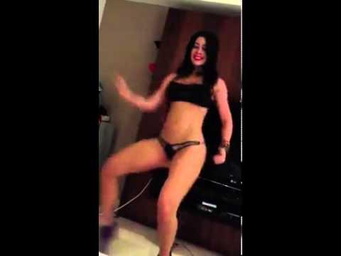 UNA RICA SAMBA EN TANGA Sexy Dance OMG!!!