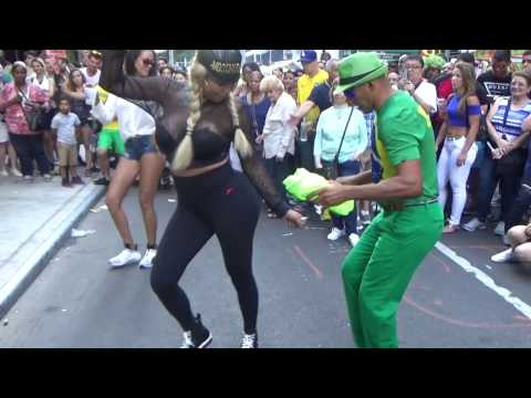 EXOTIC CURVACIOUS BRAZILIAN GIRLS DANCES STREET PUNTA  SAMBA AT BRAZIL DAY 2016 NEW YORK NYC