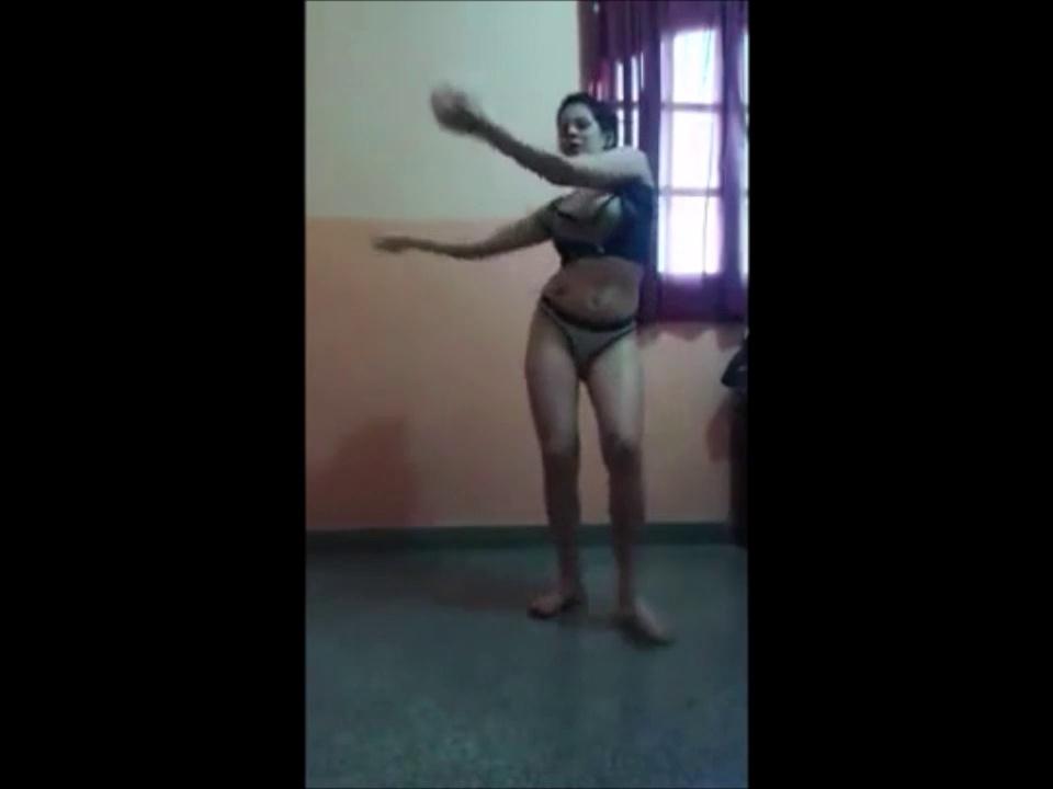 Sexy Latina Dancing Reggaeton So Beautifully