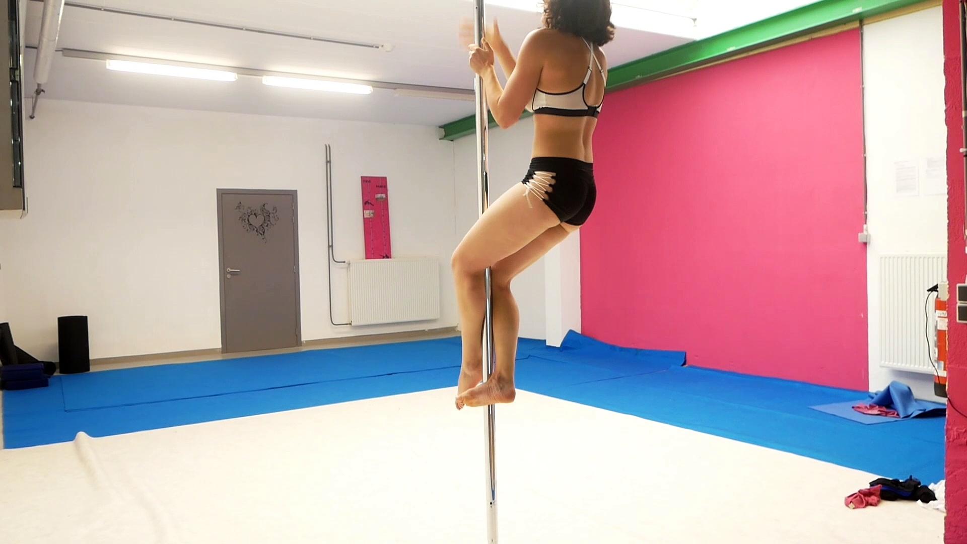 Démonstration de pole dance par Sophie Didier