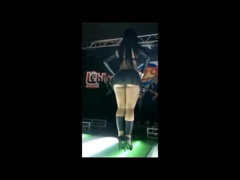 MC Créu   E Sua Dançarina Dançando O Movimento da Sentada