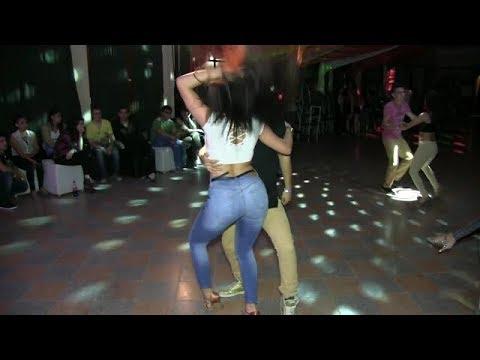 شاهد فتاة رقصت الجميع على جمالها الرقص باصوله روعة  salsa dance