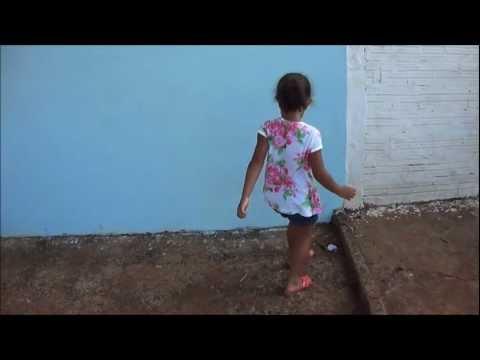 Lauane dançando – Dança do Créu.wmv