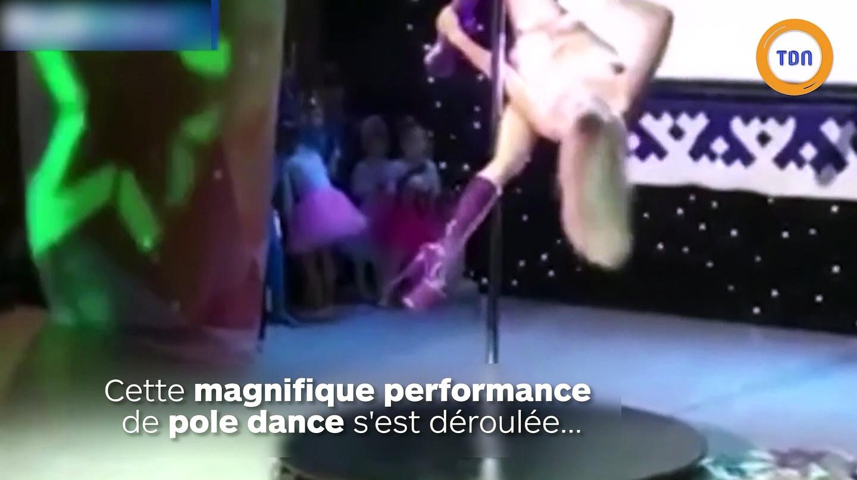 """Elle réalise une danse de pole dance au milieu d'un """"talent show"""" pour enfants !"""